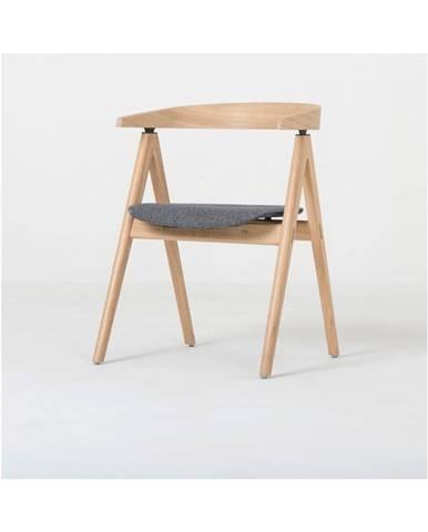 Jedálenská stolička z masívneho dubového dreva so sivým sedadlom Gazzda Ava